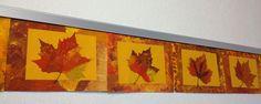 Ahornblatt gepresst auf Herbstfarbenhintergrund http://www.klassenkunst.com/2014/10/herbstbild.html