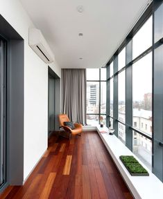 These Glass Balcony Renovations Will Add a New Beautiful Space to Your Home Interior Balcony, Apartment Balcony Decorating, Home Interior Design, Small Balcony Design, Small Balcony Decor, Modern Balcony, Home Deco, Floor Design, House Design