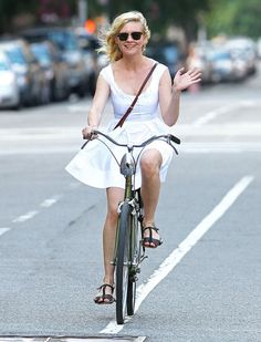 Kirsten Dunst out on her Bicycle... Not sure about that front light though!?