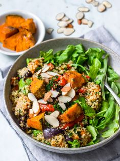 Honey roast pumpkin quinoa salad made with pumpkin oven baked in spices, fluffy quinoa and lots of veggies. A healthy lunch or dinner, perfect to meal prep! #quinoasalad #pumpkin #healthylunchideas #mealprep #pumpkinsalad #glutenfree #vegan