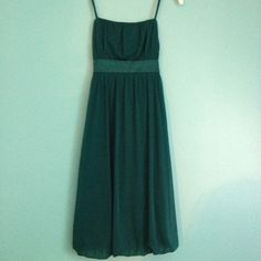 Semi-formal dress Emerald green dress. Satin ribbon that ties in back over zipper. Slightly puffed out bottom. Cinched top. Knee length. Only worn once, perfect condition Iz Byer Dresses