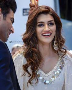 Cute Mumbai: Beautiful and Sexy Celebrities Cute Celebrities, Indian Celebrities, Bollywood Celebrities, Celebs, Bollywood Girls, Bollywood Stars, Bollywood Fashion, Bollywood Makeup, Bollywood Theme