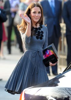 Very beautiful and I love the color of dress! - Kate Middleton Fashion.