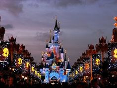 Disneyland Paris At Christmas ..