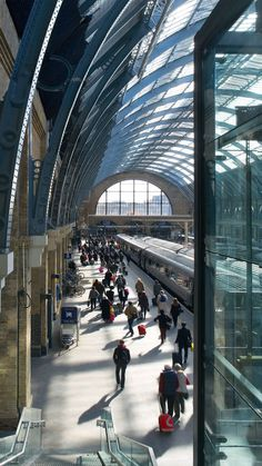 """Completed in 2012 in London, United Kingdom. Images by Phil Adams, John Sturrock, Hufton+Crow . """"The transformation of King's Cross station by John McAslan + Partners (JMP) represents a compelling piece of place-making for London. Hogwarts, Online To Offline, London Attractions, London Architecture, London Places, Things To Do In London, Metro Station, By Train, Harry Potter"""