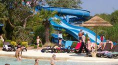 Parc aquatique, les toboggans