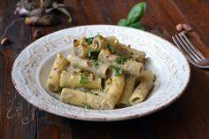 La pasta con crema di melanzane e pistacchi è una deliziosa proposta di stagione.