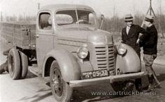 ГАЗ-51 в дорожных испытаниях. Руководит испытаниями будущий главный конструктор КАЗа и ЗИЛа Анатолий Кригер (стоит слева).   | http://sh.uploads.ru/t/FknQ6.jpg