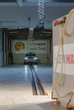 BMW i3 Rex en la zona de Crash Test en CESVIMAP