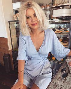 "14.5 mil Me gusta, 94 comentarios - Laura Jade Stone (@laurajadestone) en Instagram: ""The perfect wrap dress @borntobechic"""