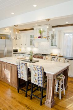 Genial Polar White Shiloh Cabinets With Walnut Island From Elmwood Kitchens.  Designed By Mary Regan @