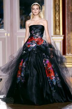 zuhair murad fall winter 2012 couture strapless black ball gown multi color floral print - actually in love with this Couture Mode, Style Couture, Couture Fashion, Collection Couture, Dress Collection, Zuhair Murad Haute Couture, Beautiful Gowns, Beautiful Outfits, Beautiful Flowers
