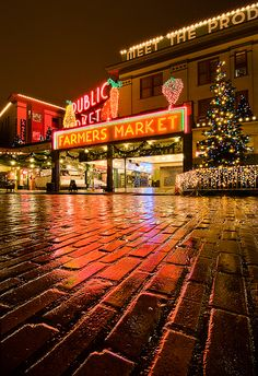 Christmas, Pike Street market, Seattle, Washington