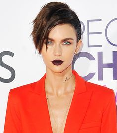 Want to change up your hairstyle, but have fine hair? Check out these celebrity-approved short haircuts for fine hair.