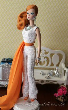 More photos >> http://mybarbiedoll.com.br/2013/11/28/review-bfmc-hollywood-hostess-barbie-doll/