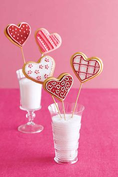 Valentine's Cookie Bouquetcountryliving Shaped Cookies Recipe, Heart Shaped Cookies, Cupcake Cookies, Cookie Favors, Baby Cookies, Flower Cookies, Heart Cookies, Easter Cookies, Christmas Cookies