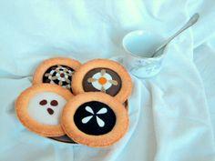 Babiččiny KOLÁČE - velké Ručně šité koláčky s makovou a tvarohovou náplní zdobené mandlemi. Dekorace nebo hračka do dětské kuchyňky. Průměr koláče: 9 a 7,5 cm. Cena je za 1 kus. Další šitá jídla najdete ZDE.