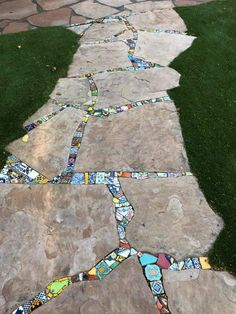 Garden Paving, Garden Stepping Stones, Mosaic Garden, Garden Paths, Pebble Mosaic, Mosaic Art, Garden Crafts, Garden Projects, Garden Whimsy