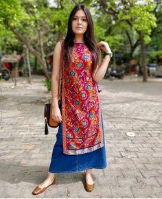 Kurta on jeans skirt Casual Indian Fashion, Indian Fashion Dresses, Indian Gowns Dresses, Dress Indian Style, Indian Designer Outfits, Indian Outfits, Simple Kurti Designs, Kurti Neck Designs, Kurta Designs Women
