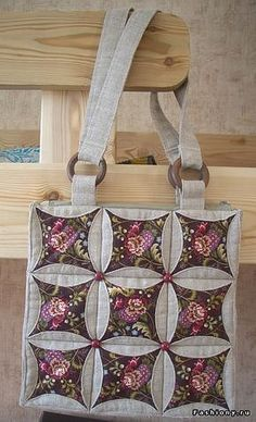 circulo – con ventana 5 - My CMS Quilted Tote Bags, Patchwork Bags, Bag Patterns To Sew, Quilt Patterns, Cathedral Window Quilts, Cathedral Windows, Denim Crafts, Denim Bag, Fabric Bags