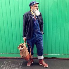 When old people dress like Hipsters. Workwear Fashion, Mens Fashion, Bohemian Style Men, Mens Lace Up Boots, Mode Jeans, Men With Grey Hair, Beard Styles For Men, Rugged Style, Vintage Denim
