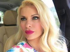 Η Ελένη Μενεγάκη με την οικογένειά της πέρασε το Σαββατοκύριακο στα Άχλα της Άνδρου.    Στο νησί διατηρεί ξενοδοχειακή μονάδα ο σύζυγός της, Μάκης Παντζόπουλος και μέχρι να ρίξει αυλαία η εκπομπή της για καλοκαίρι κάνει με
