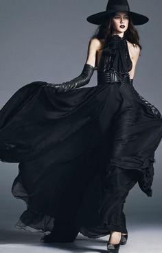 Saint Laurent make such beautiful creations. What a stunning black dress. Dark Fashion, Gothic Fashion, Love Fashion, Womens Fashion, Modern Witch Fashion, Fashion Poses, Female Fashion, Fashion Editorials, Parisienne Chic
