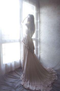 Softly Vulnerable Photography : Annika by Vivienne Mok