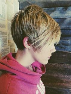 Straight Long Pixie Haircut with Thick Hair: Short Hairstyles for Fall and Winter