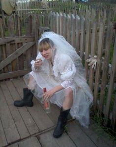 21 awkward Russian wedding pics that will make you lol. In Russia, the wedding is fun, and they bear the so-called phenomenon of the absurdity of Russian reality. Super Funny, Funny Cute, Hilarious, Top Funny, Funny Happy Birthday Pictures, Russian Wedding, Russian Brides, Funny Jokes For Adults, Man Birthday