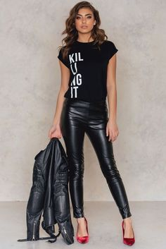 Killing It T-shirt Black Mode Outfits, Stylish Outfits, Fall Outfits, Fashion Outfits, Womens Fashion, Fashion Trends, Looks Style, Looks Cool, Look Fashion