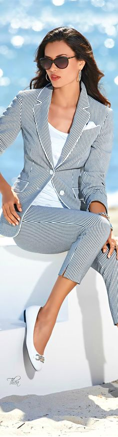 Sober and Elegant Nautical Outfits to Try in 20160051 Nautical Outfits, Nautical Fashion, Cool Outfits, Casual Outfits, Summer Outfits, Madeleine Fashion, Mode Style, Work Fashion, Suits For Women