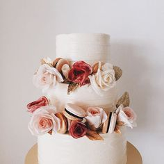 The one top question we always get- do you guys do birthday cakes too?  Yes, we do! We have also done a FAQs page & to answer your burning questions & allow our clients to understand more before enquiring.  We highly recommend you to read it to maximize the possibilities and options you can have for your cake.  #winifredkristecake #sugarflowers #roses #macarons Flavour: Vanilla Bean Cake.