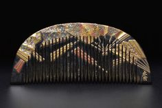 Japanese Early Showa period comb. Detailed fan design done in lacquer and shell inlays. Signed.