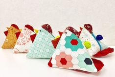 Happy New Year♪ – Patchwork Quilt パッチワークミシンキルトNakazawa Felisa 中沢フェリーサ Happy New Year, Coin Purse, Sewing, Quilts, Triangles, Easter Activities, Dressmaking, Couture, Stitching