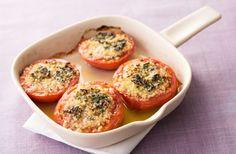 トマトににんにくの香りを効かせ、オーブンでアツアツに焼き上げます。凝縮した果汁がとってもジューシーで、極上のソースを食べているような味わい。トッピングのパン粉はお好みで…