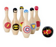 Superhero Skittles + ball made from natural wood: Batman, Wonderwoman, the Flash - the perfect Christmas gift for any superhero lover!