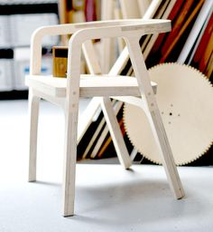 Plywood Chair, Plywood Furniture, Diy Furniture, Furniture Design, Bed Frame Design, Foldable Chairs, Woodworking Inspiration, Wood Interior Design, Recycled Furniture