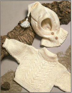 Recipe for knitted baby-kids sweater with helmet Crochet Baby Dress Pattern, Baby Dress Patterns, Crochet Baby Hats, Knitted Baby, Baby Knitting Patterns, Knitting For Kids, Baby Barn, Baby Pullover, Kids Hats