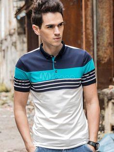 59c67c188b Polo De fibras de algodón de color-blocking de cuello vuelto con manga  corta estilo moderno Moldelo Slim estilo street wear. Camisetas Polo ...