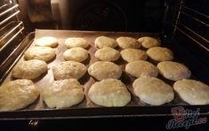 Opravdu chutná snídaně, kterou máte připravenú za pár minut a dokud se připravíte do práce, tak bude i upečené. S jogurtem a domácím ovocem to je delikatesa. Autor: Triniti Hamburger, Muffin, Food And Drink, Yummy Food, Bread, Homemade, Meals, Cooking, Breakfast