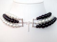 $1 de cada venta beneficia a la sociedad americana del cáncer. FUE DE $38, AHORA $34! *** Este collar único se hace con capas de alternancia de perlas blancas y negras. Une en la parte de atrás con un broche de barra plateada de plata. Usted será observado! * Use el collar asimétrico como se muestra en la foto 2. * 18 largo con un extensor de cadena. ¿Preguntas? ¿Cotización del precio? Por favor pregunte! ----------------------------------------------------------- Compruebe hacia fuera e...