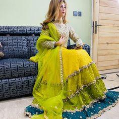 Beautiful Wedding Pictures of 18 Years Old Pakistani Couple Pakistani Mehndi Dress, Pakistani Party Wear Dresses, Nikkah Dress, Simple Pakistani Dresses, Designer Party Wear Dresses, Pakistani Dress Design, Simple Mehndi Dresses, Shadi Dresses, Lehnga Dress
