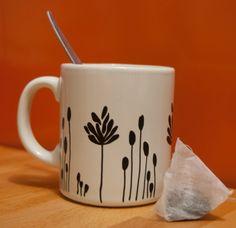 Mug en céramique customisé avec des Posca 2