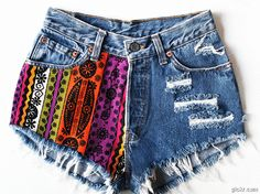 Gorgeous Aztec print on vintage cut off denim shorts. Holes, rips and frayed with pockets showing on the bottom. Aztec Shorts, Diy Shorts, Cool Outfits, Summer Outfits, Summer Shorts, Vogue, Facon, Denim Fashion, Hipster Fashion