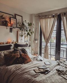 30 ideas to decor your bed room in 2019 winter you can copy - ibaz - - you need a warm bedroom.The weather is colder day by day. so we collected about 30 bed room decoration ideas for you.you can copy it. Modern Bedroom Decor, Room Ideas Bedroom, Couple Bedroom Decor, Bedroom Inspo, Warm Bedroom, Home Bedroom, Bedroom Furniture, Teen Bedroom, Master Bedroom
