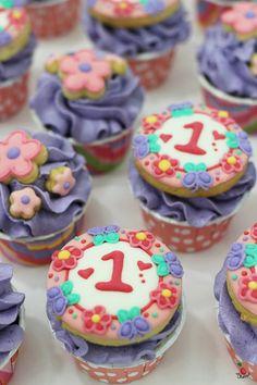 Custom Designed Cupcakes Cupcakes/Cookies for 1st birthday
