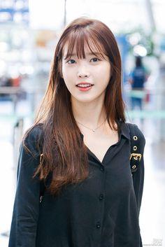 IU 160826 IncheonAirport departing for ShenZhen Korean Bangs Hairstyle, Hairstyles With Bangs, Korean Girl, Asian Girl, Stage, Korean Artist, Girl Day, K Idols, Hair Inspo