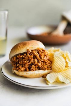The Best Sloppy Joes are easy to make, so delicious, and ready in 30 minutes or less! Triple or quadruple the recipe for parties, backyard barbecues, and giant family vacations. Best Sloppy Joe Recipe, Sloppy Joes Recipe, Paninis, Burritos, Easy Dinner Recipes, Easy Meals, Dinner Ideas, Weeknight Meals, Healthy Meals