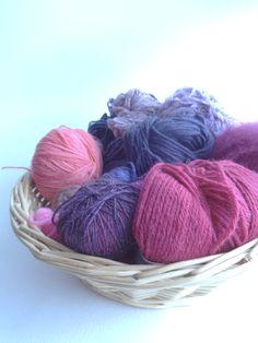 Restes de laine, comment les trier, les stocker, les utiliser. Quels sont vos bons plans ? jusqu'au 15 février, participez au défi et mettons en ligne une base de données de conseils, d'idées et de tutos sympas